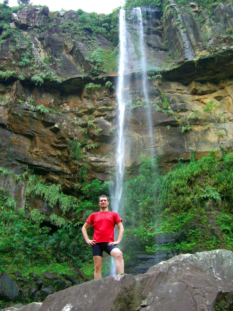 Sébastien Duval at the bottom of ピナイサーラの滝 (Pinaisara waterfalls) on 西表島 (Iriomote island, Japan) on 31 October 2008.