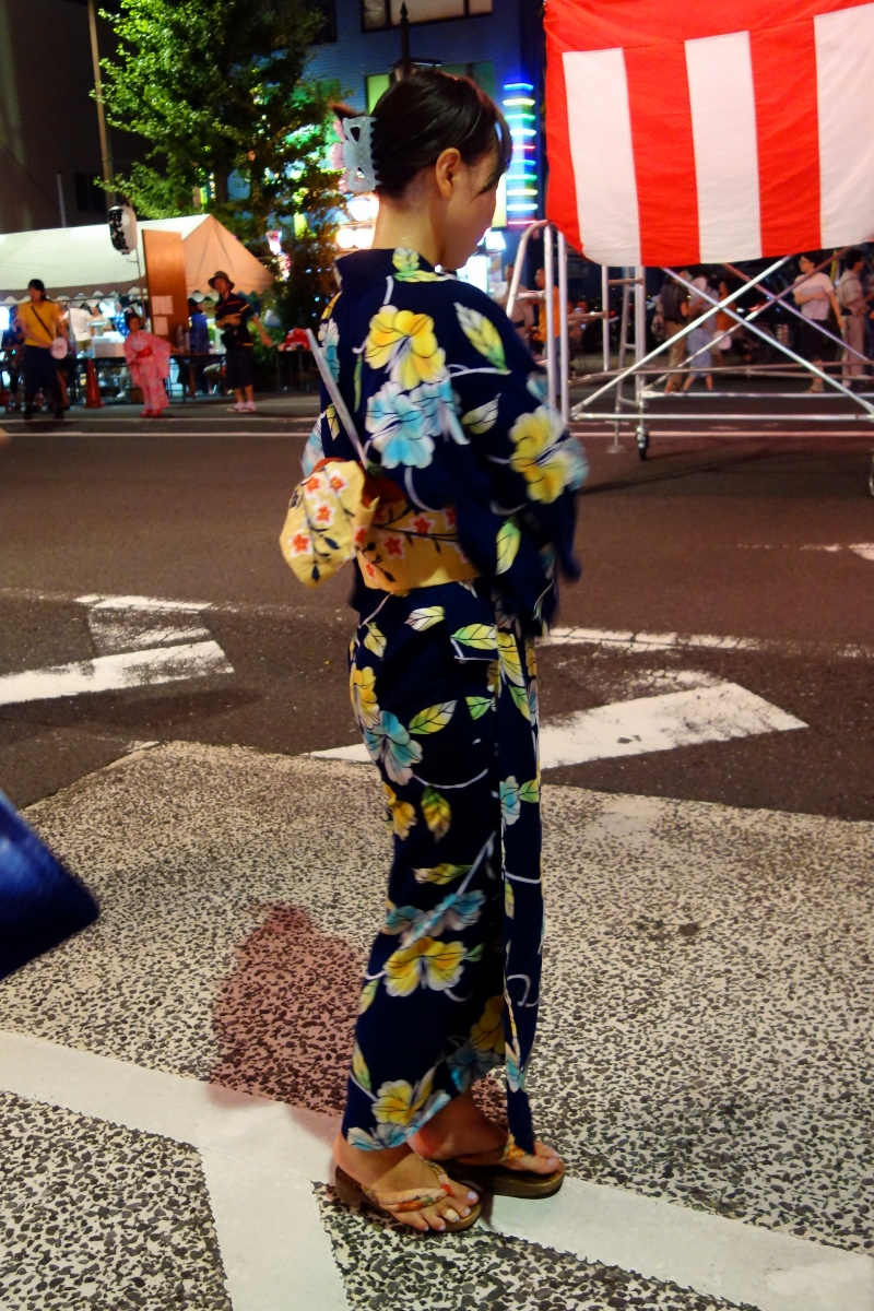Yukata De Guide Tour: Japanese girl dancing a Bon-odori in 墨田区 (Sumida ward, Tokyo, Japan) on 02 August 2014.