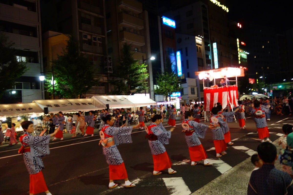 Yukata De Guide Tour: Japanese ladies dancing a Bon-odori in 墨田区 (Sumida ward, Tokyo, Japan) on 02 August 2014.