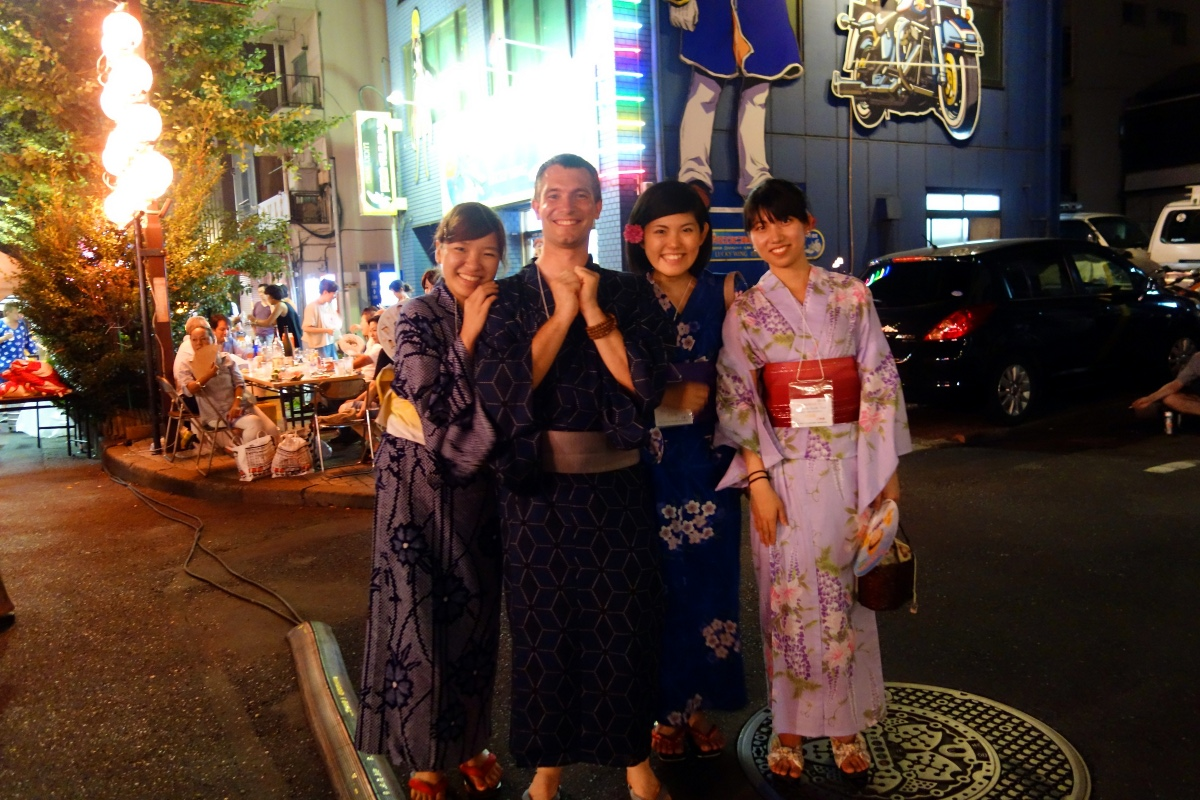 Yukata De Guide Tour: Hiroe, Tomoe and Sébastien Duval in 墨田区 (Sumida ward, Tokyo, Japan) on 02 August 2014.