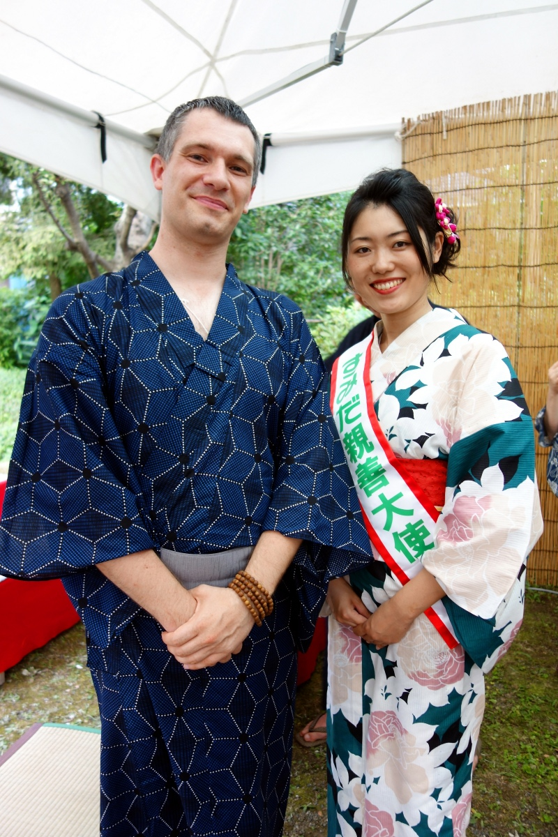 Yukata De Guide Tour: Sébastien Duval with the goodwill ambassador of Sumida ward at Former Yasuda Garden in 墨田区 (Sumida ward, Tokyo, Japan) on 02 August 2014.