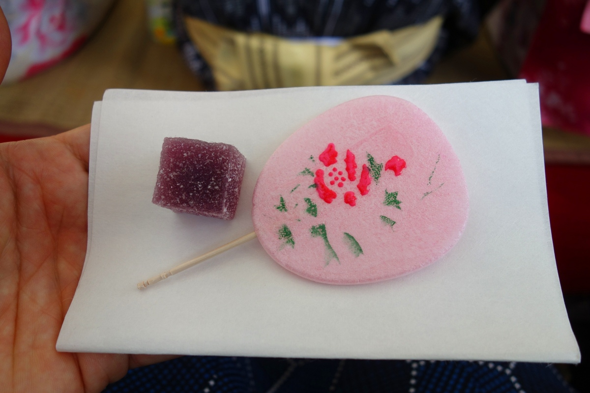 Yukata De Guide Tour: Sweets at Former Yasuda Garden in 墨田区 (Sumida ward, Tokyo, Japan) on 02 August 2014.