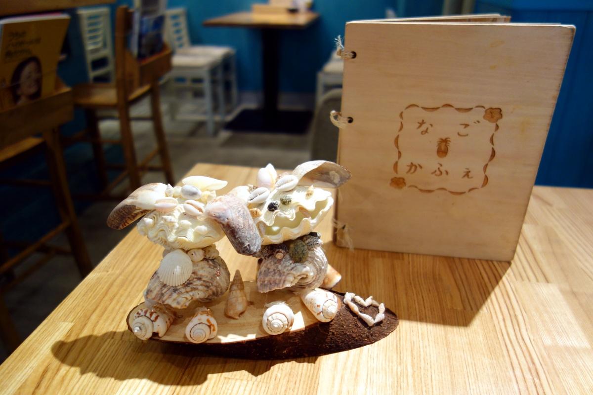 Seashell decorations by 宮城・沙奈美 (MIYAGI Sanami) at なごかふぇ (Nago café, Tokyo, Japan) on 13 February 2014