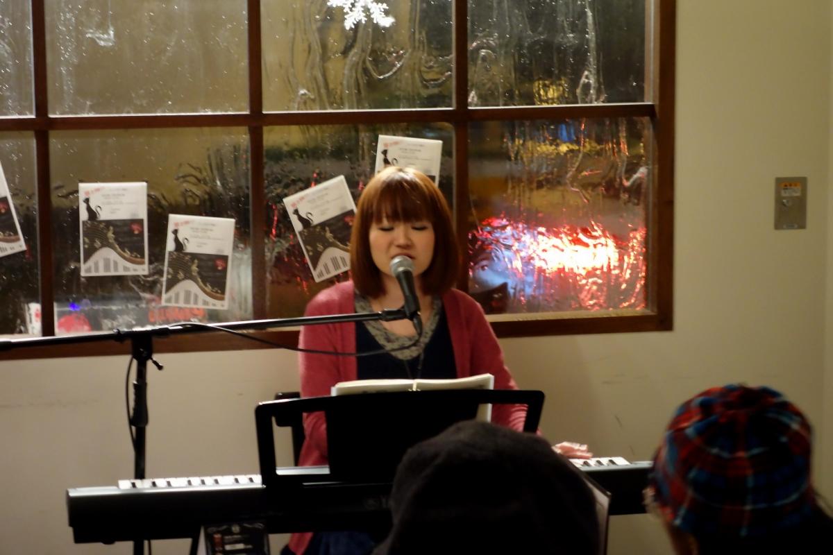 まりー. (MARY.) from Yamagata prefecture on the piano during her concert at ホライズン (Horizon, Tokyo, Japan) on 19 February 2014.